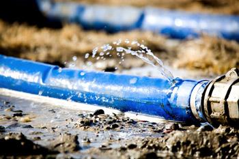 fuite d'eau dans un tuyau en sous sol